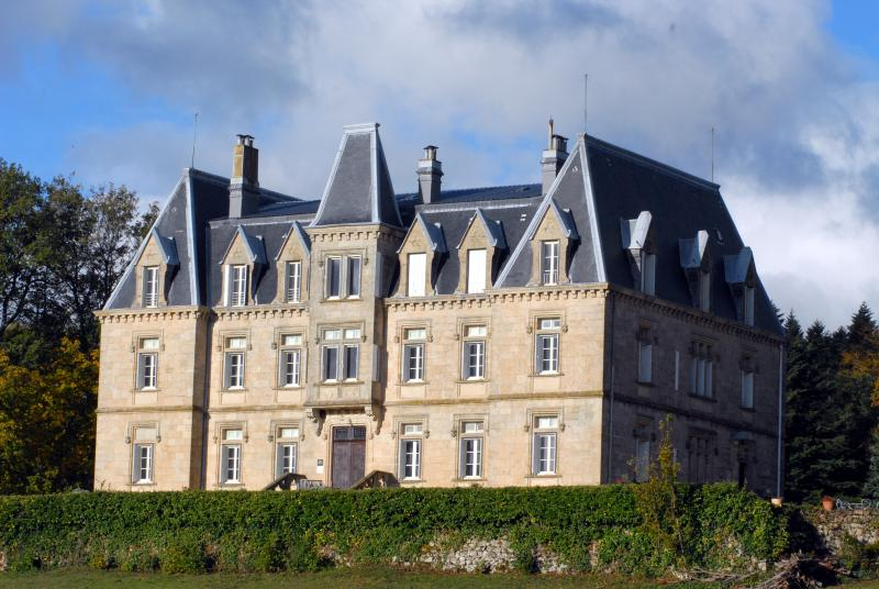 Chateau des Faugs: Ravel Suite, vacation rental in Saint-Peray