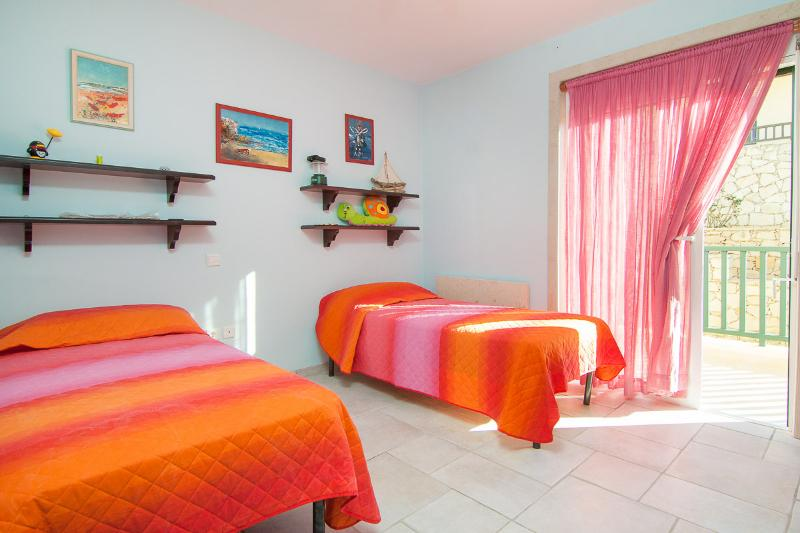 The twin bedroom is quite spacious and pleasant!