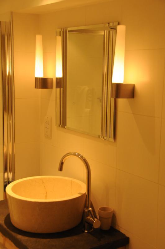 En-suite bathroom of master bedroom