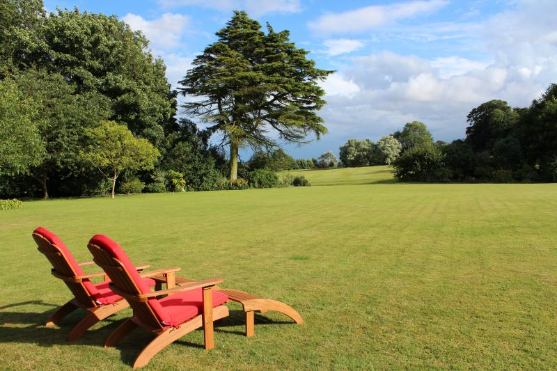 Stunning views over lawn and golf course