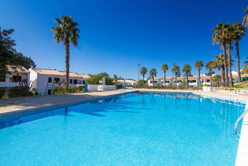 3 Bedroom Villa Sleeps 8 with Swimming Pool, alquiler de vacaciones en Faro District