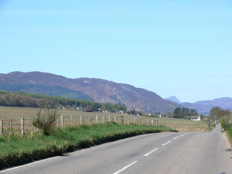 The road west from Druimorrin through Marybank.
