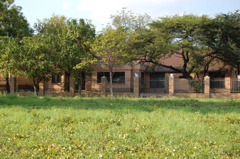 MAHUDZI GUEST HOUSE, casa vacanza a Provincia di Limpopo