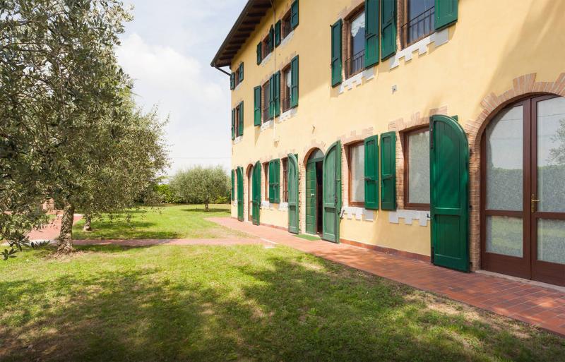 CASCINA TABACHERA Vineyard House GARDA LAKE x10, holiday rental in Sirmione
