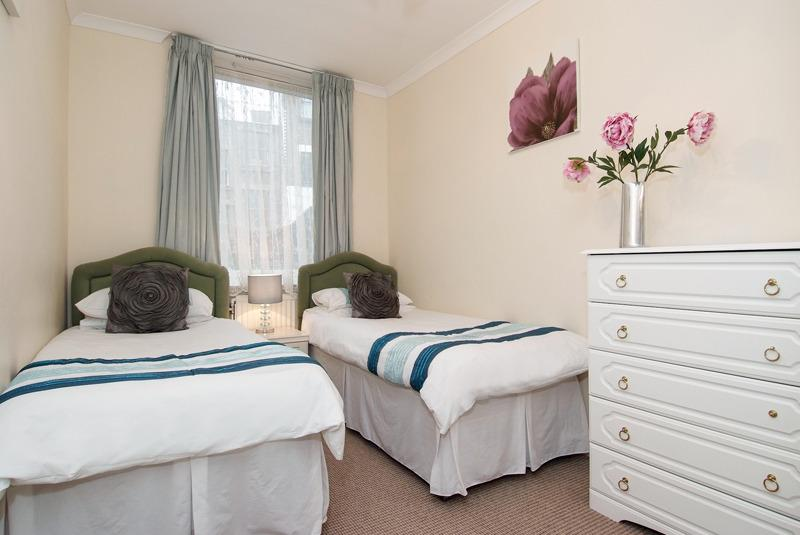 Typische 2. Schlafzimmer - 2 x Einzelbetten