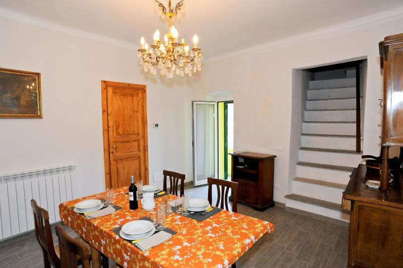 The kitchen table can be enlarged