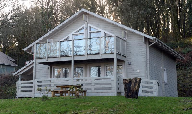 1 Longbury Lodge
