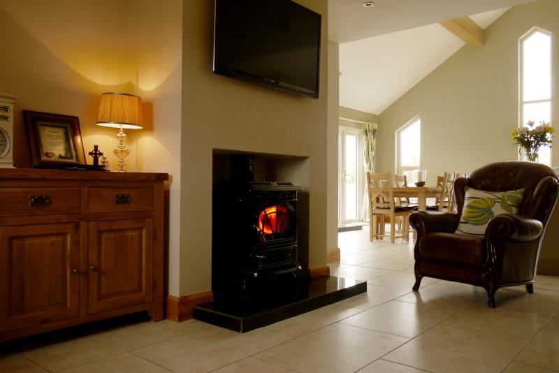 Relax in the comfortable Italian leather sofas,books/DVDs/iPod docking station available for guests