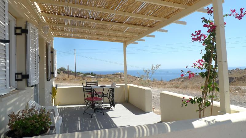 F Photini Apartment ExoGialos Beach, vacation rental in Monolithos