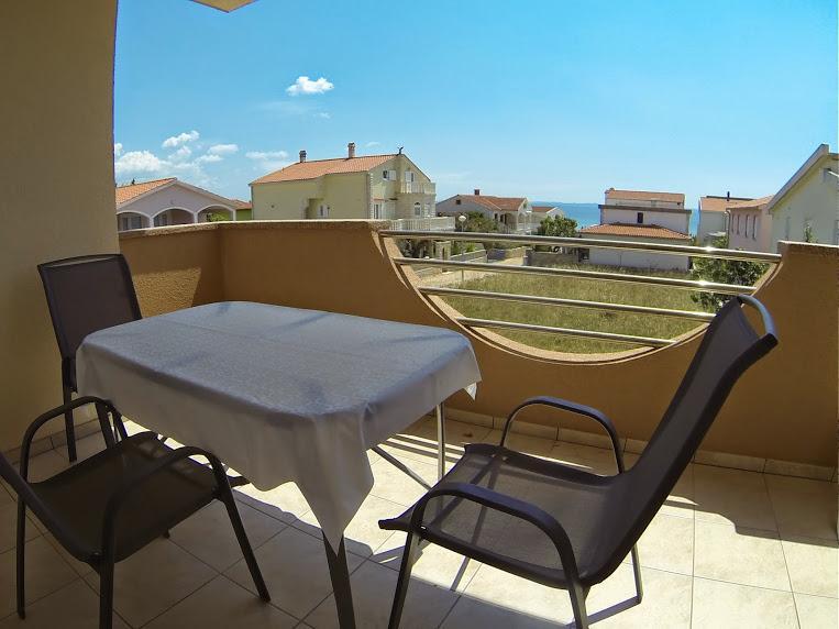 Villa Dobra Holiday Apartments, vacation rental in Vir