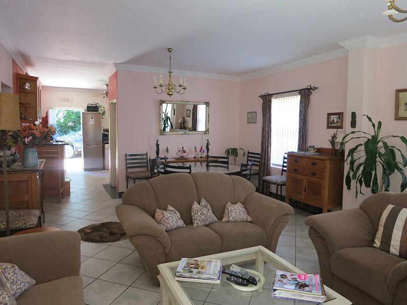 Rose Cottage ouverte salon et salle à manger.