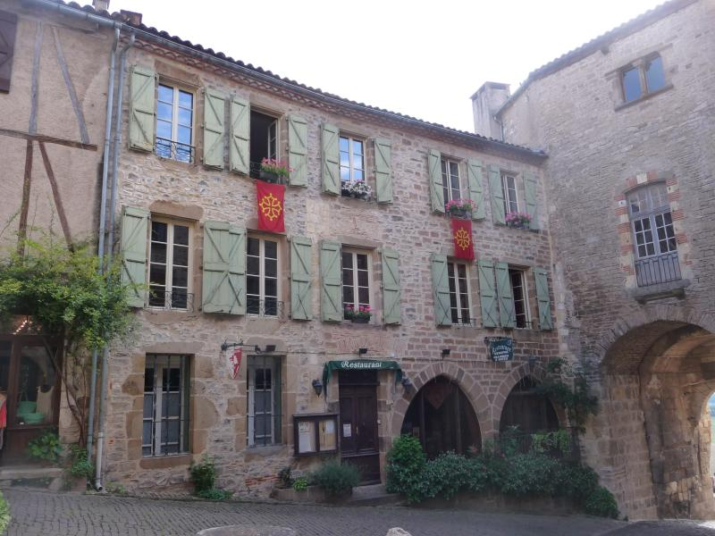 Facade of the Knights escuelle - bed and breakfast