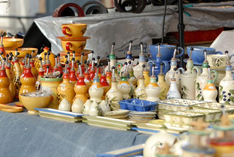 Mercado diário de Provençal para alimentos frescos, peixe e legumes (apenas 200 metros do apartamento)