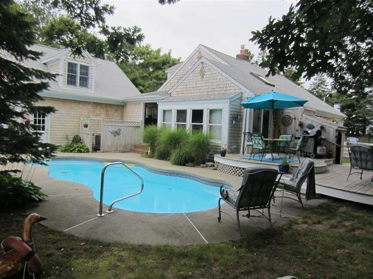 Oliver's Cottage, holiday rental in West Yarmouth