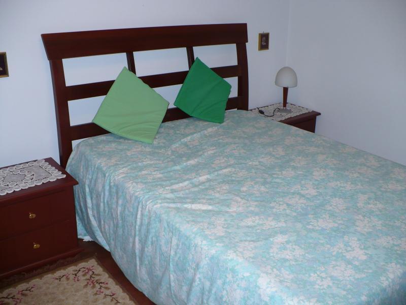 Dormitorio, cama matrimonial