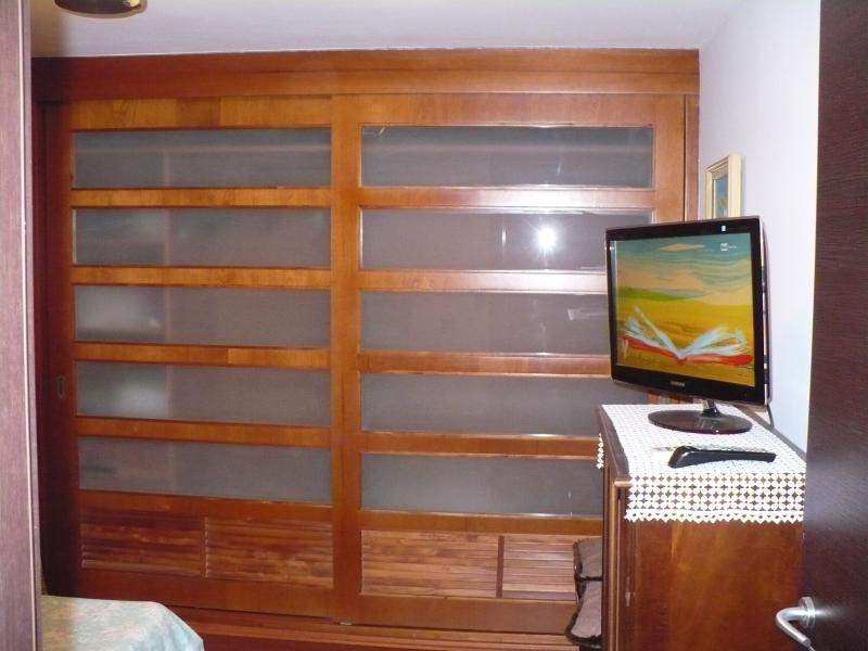 Dormitorio, closet y TV