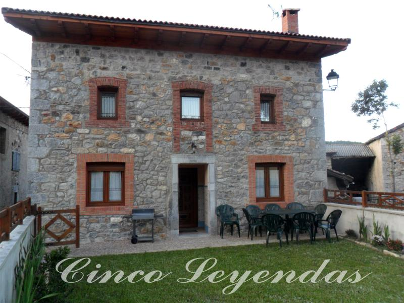 Cinco Leyendas casa independiente de alquiler completo, holiday rental in Vegacerneja