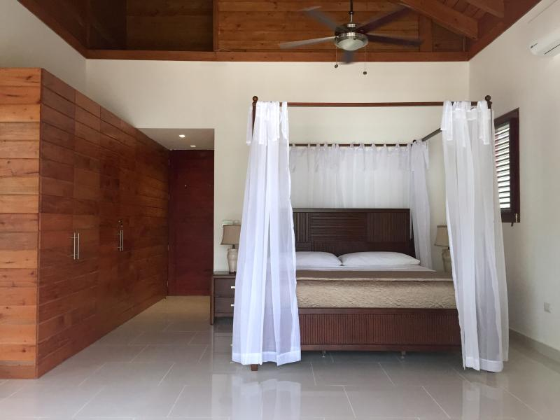 Master bedroom has king bed, ocean view, private terrace, en-suite bathroom and built-in closets.