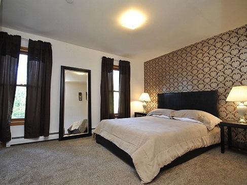 Bedroom 1 - Royal Room with Queen Mattress
