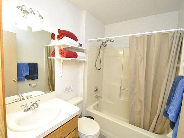 Level 2 - Full Bathroom 1