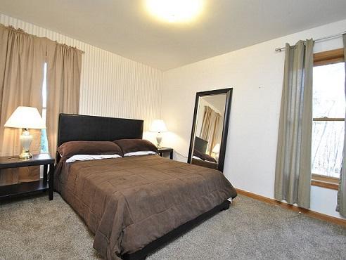 Bedroom 5 - Presidential Room with Queen Mattress