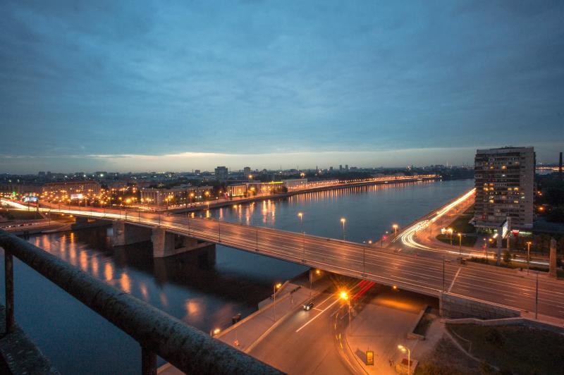 Panoramic apt on the Neva bank, location de vacances à Krasnogvardeysky District