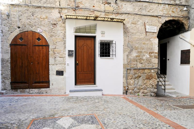 The entrance to the apartment on the ground floor is on small square