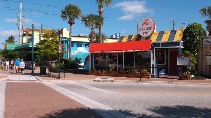 Free taxi rides to Siesta Key Village (tips only!)