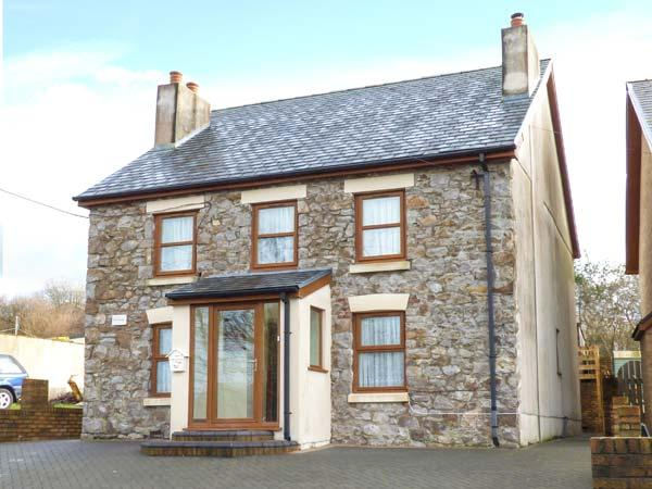 PEN-YR-ERW, detached holiday home, woodburner, WiFi, enclosed patio, external, location de vacances à Ferryside
