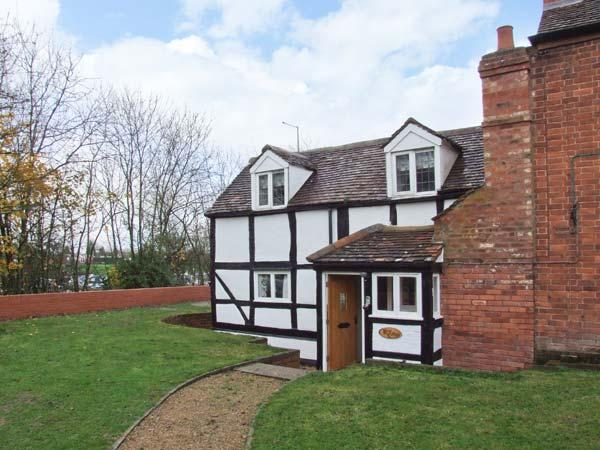 ROSE COTTAGE, semi-detached black and white cottage, character features, WiFi, vacation rental in Tewkesbury