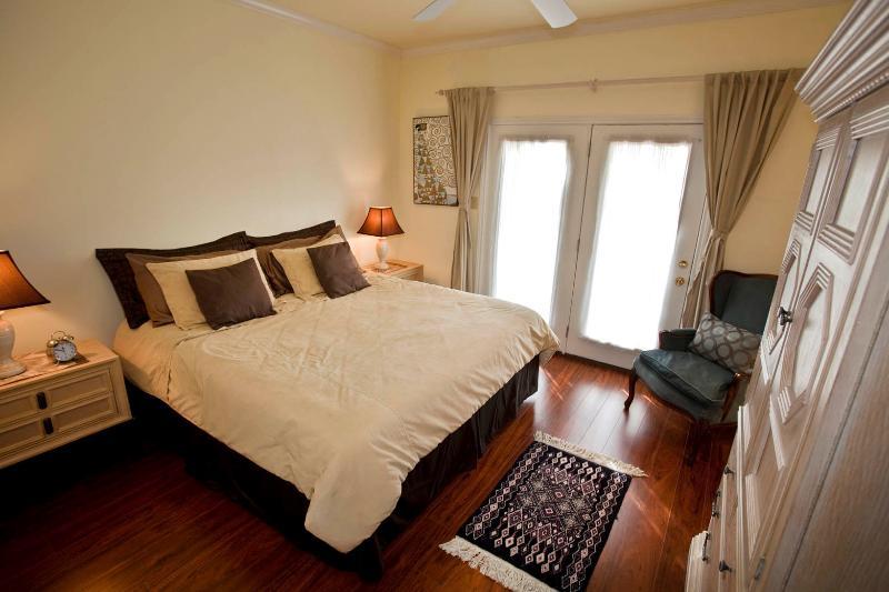 Master Bedroom. Kingsize bed