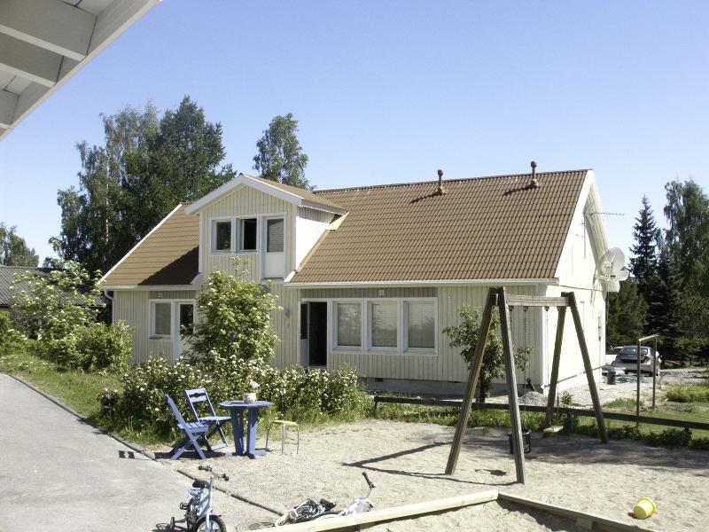 Large quiet Villa, Sauna Garden terraces 8-14 person 4 bedrooms WIFI lake (1 km), holiday rental in Uusimaa