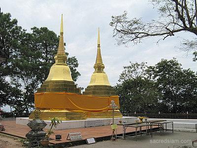 Templo de Chiang Saen aprox. 40 km de S-Homestay