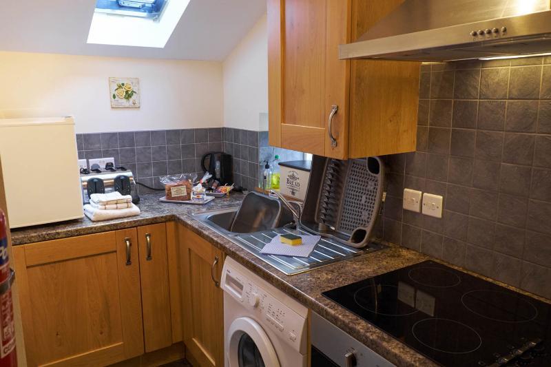 Kompakt, komplett ausgestattete Küche