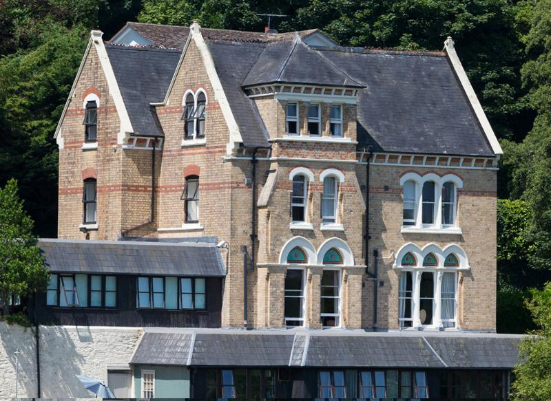 Big holiday house with pool, Devon. The Elmfield, holiday rental in Lee