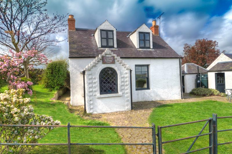 The Gypsy Palace - a historic holiday cottage, vacation rental in Heiton