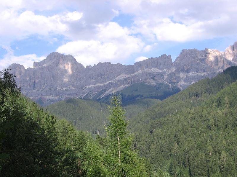 el aire es puros inmensos bosques donde los caminos son Almen y hermosas vistas hacia