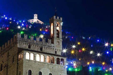 La città di Gubbio  a pochi passi dal casale!