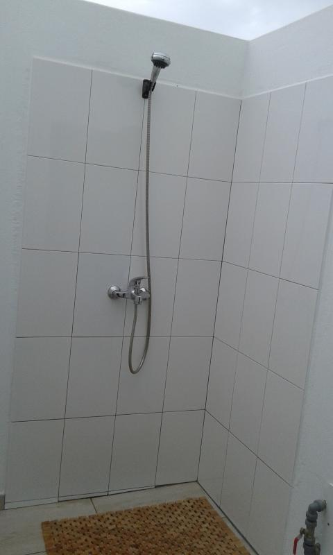 an additional shower with hot water in the internal patio (solana), antislippery floor