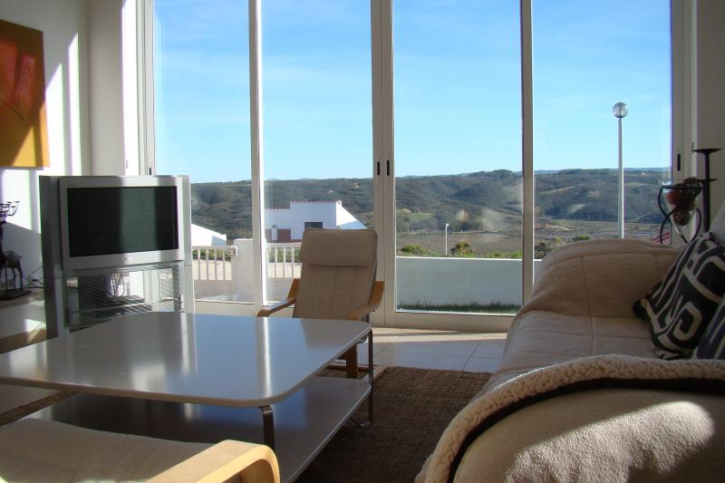 Light And Spacious With Outstanding Views, vacation rental in Aljezur