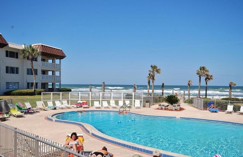 Oceanview Beach Condo on New Smyrna Beach Florida, vacation rental in New Smyrna Beach