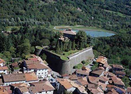 Camporgiano and its fort