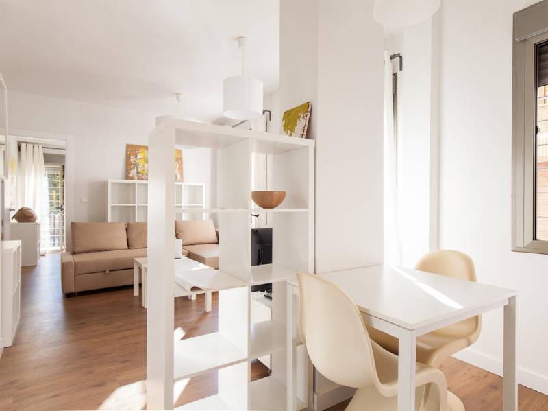 Luminoso apartamento de 1 dormitorio en el centro, vacation rental in Retamar
