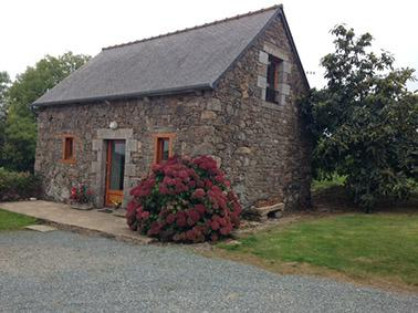 Petite maison de campagne, holiday rental in Pommerit-le-Vicomte
