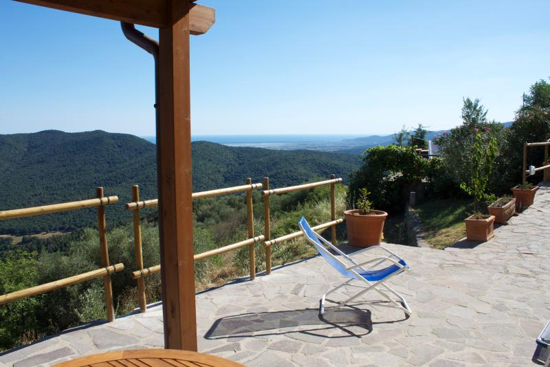 LE GUAZZE BONE  spectacular seaview for 2,  in a private garden on Tuscany hills, aluguéis de temporada em Grilli