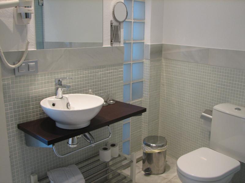 Studio au rez de chaussée: 3 salle de bains avec douche