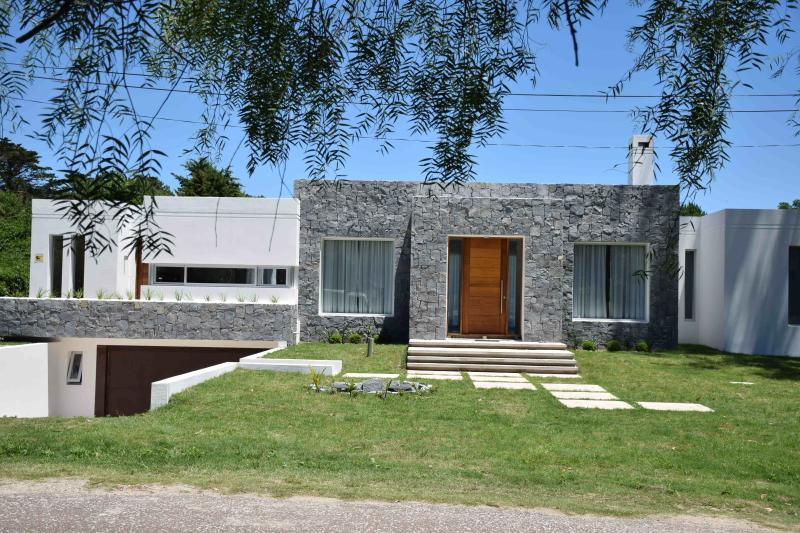 Brand new moder home in the heart of Punta !!, holiday rental in Maldonado Department