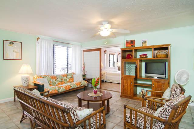 Option for 2 or 4 Bedroom Unit 5 Minute Walk for Kailua Beach