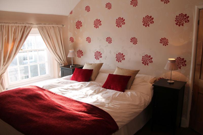 Rear double bedroom on second floor (Kingsize bed)