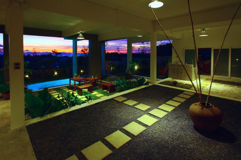 Stor öppen planlösning bottenvåningen (gräsyta har ersatts med sten följande feedback)